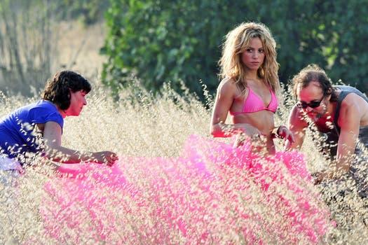 A mover las caderas. La cantante realizó una sensual sesión de fotos en Ibiza.. Foto: Just Jared