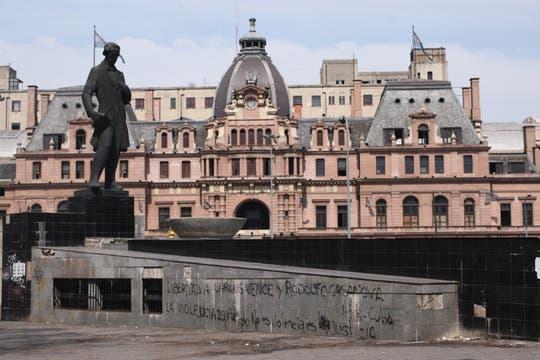 Grandes inversores comienzan a apostar a Constitución, allí se encuentran los más viejos y lindos edificios de la Capital. Foto: LA NACION / Maxie Amena