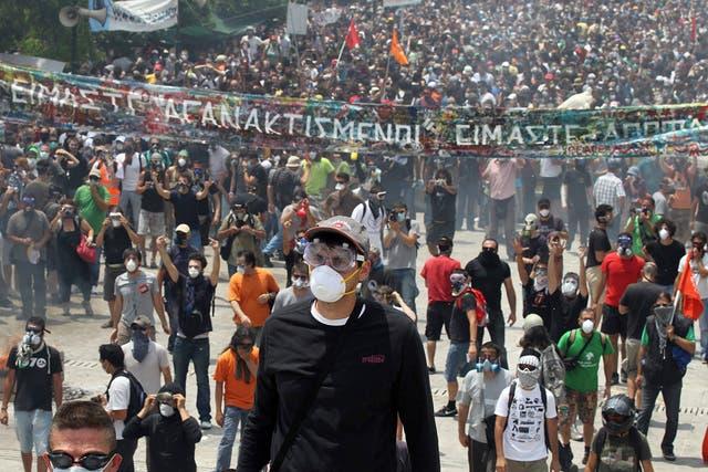 Los griegos marcharon hacia el Parlamento en Atenas