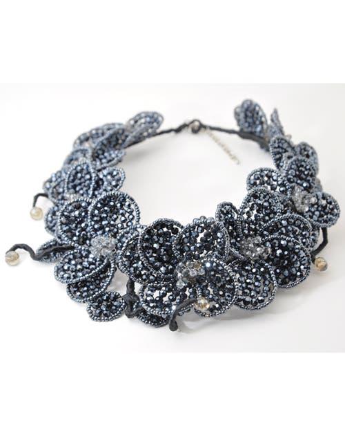 Collar de cristales Fahoma, $1900. Foto: Juana Mauri. Producción Violeta Mauri.
