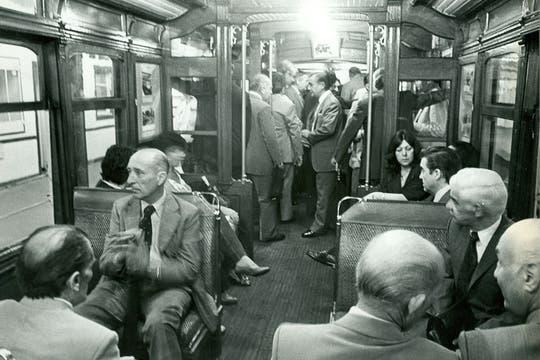 Los pasajeros viajan en una formación de la línea A; diciembre de 1978.. Foto: Archivo