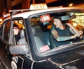 Los taxistas platenses tomaron en 2004 clases de urbanidad para aprender a tratar mejor a sus pasajeros.