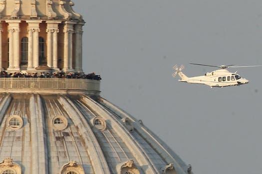 Benedicto XVI viajó en helicóptero desde el Vaticano hasta la residencia Castelgandolfo, ubicada a 30 kilómetros de distancia. Foto: AP