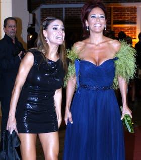 Marina e Iliana Calabró, en su ingreso al polémico casamiento de Jelinek con Fariña, evento sobre el cual Rossi auspició de asesor