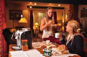 Graciela Díaz Blasco y su hija Belén tienen en su casa una Saeco Odea Go y una Nespresso como backup