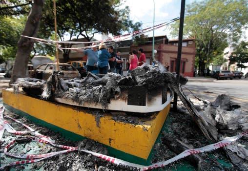 Una garita de la Policía Metropolitana quedó destrozada. Foto: LA NACION / Soledad Aznarez