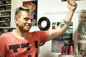 Conocé a Guillermo Gambetta, el restaurador de bicicletas que ayuda a los que más lo necesitan