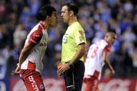 Las tres expulsiones de la noche en Avellaneda: Racing terminó con 10 jugadores y Argentinos, con 9