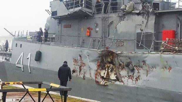 La Corbeta Espora sufrio daños importantes al colisionar con un barco Mercante en Pto Belgrano