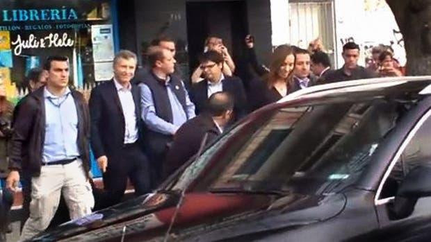 Macri y Vidal recibieron insultos de docentes al salir de un acto