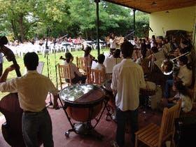 La Orquesta Escuela de Chascomús, en la inauguración de Leonardo