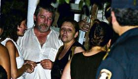 La esposa de Gerez, en el centro, celebró junto con algunos familiares su liberación