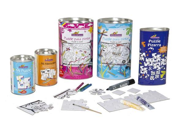 Rompecabezas y memotest para pintar y diseñar tu propio juego (Juegos del Caracol, $60). Vienen las piezas en blanco y ellos las dibujan y pintan a su gusto.