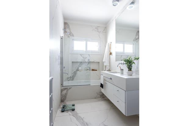 Quien Invento La Regadera De Baño: la pared de la ducha El vanitory se reemplazó por un mueble colgante