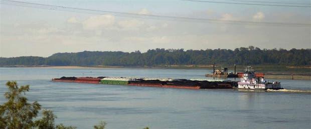 El transporte fluvial es una alternativa más económica que el camión