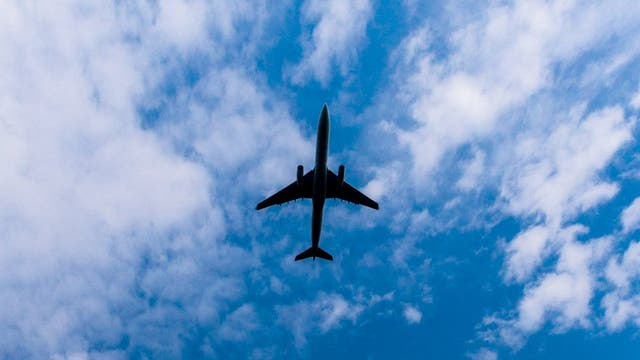 Aerolíneas, Austral y gremios todavía discuten la paritaria anual
