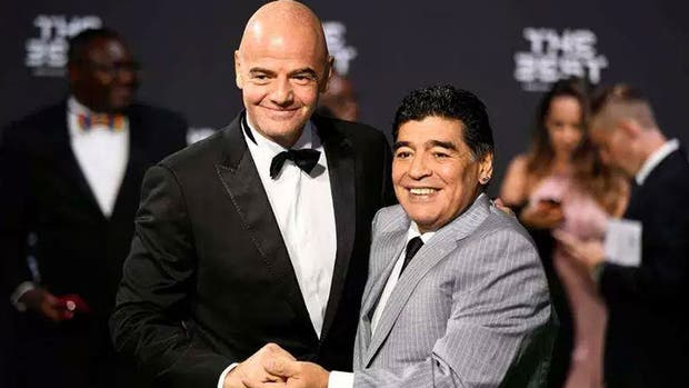 """FIFA confirma que Maradona no cobra y que no tiene """"derecho de veto"""" sobre la AFA"""