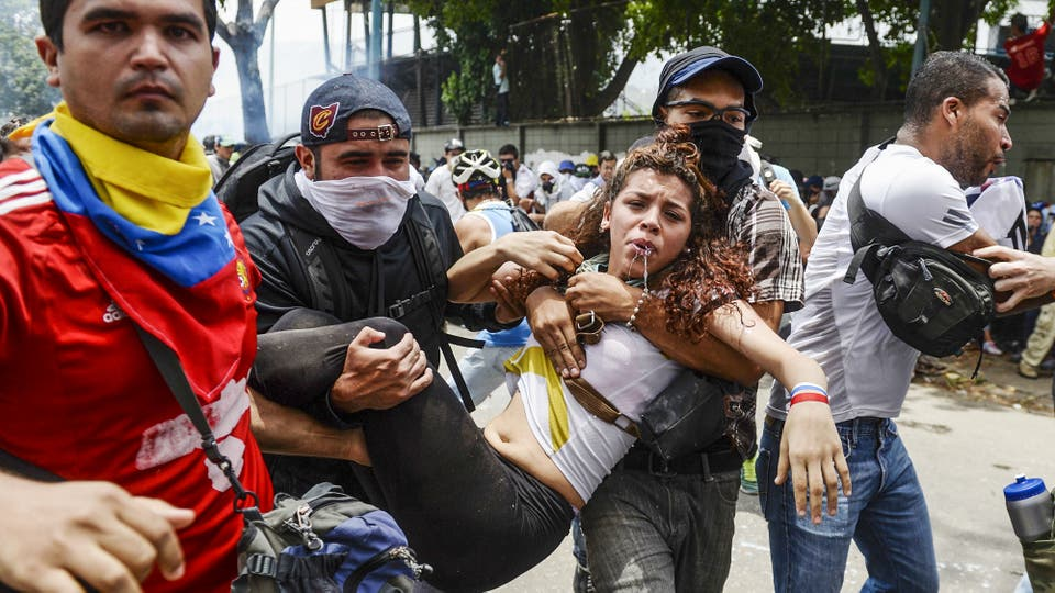 Miles de personas marchan contra el gobierno de Nicolás Maduro en Caracas. Foto: AFP / Federico Parra