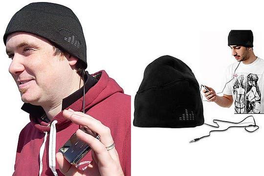Gorro con auriculares: siguiendo la onda pesca, no viene nada mal para escuchar música y olvidarse del frío. Foto: http://www.curiosite.es