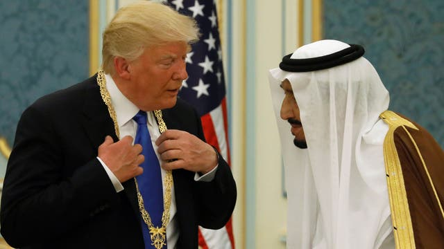 Trump recibió una distinción de manos del rey Salman