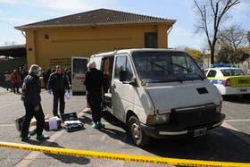 Investigadores realizan peritajes en la camioneta que habrían utilizado para raptar a la niña