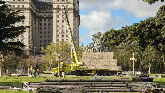 Reubican polémica estatua de Juana Azurduy