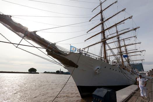 El buque arribó a la Dársena Norte, proveniente de la Península Valdés; zarpó el 18 de febrero del puerto de Mar del Plata. Foto: LA NACION / Ezequiel Muñoz