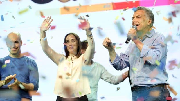 Macri, Vidal y Larreta festejan la contundente victoria de Cambiemos a nivel país, anteayer, en Costa Salguero