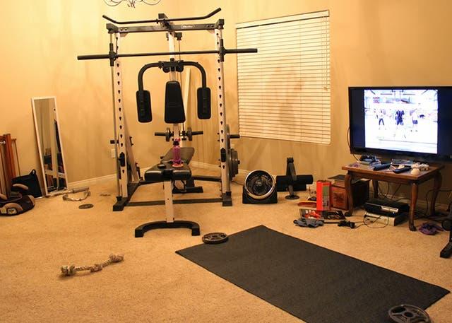 Los aparatos para hacr ejercicio suelen terminar olvidados debajo de la cama o como percheros