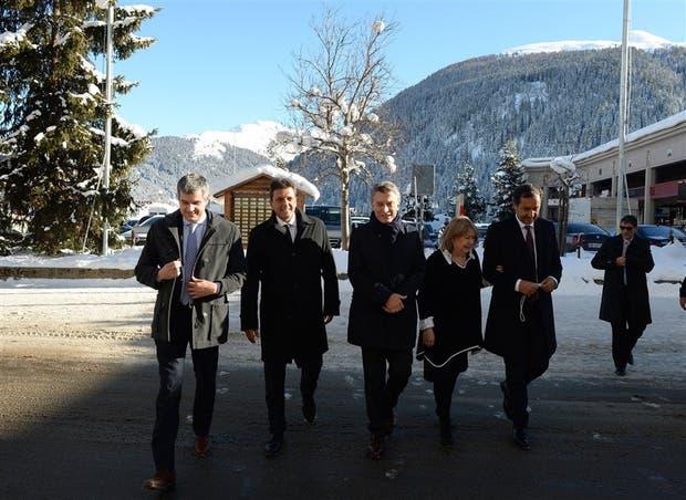 Peña, Massa, Macri, Malcorra y Pompeo, ayer, en Davos