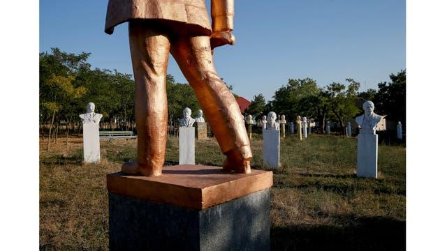 Los monumentos de Lenin en el museo del realismo social en Frumushika-nova, región de Odessa, Ucrania