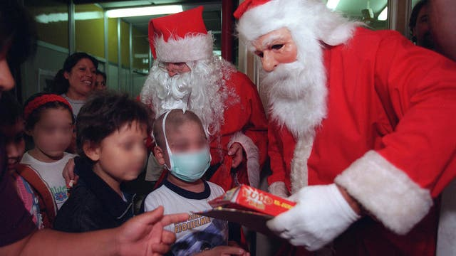 Todos los años los niños reciben con emoción la visita de Papá Noel y Los Reyes Magos