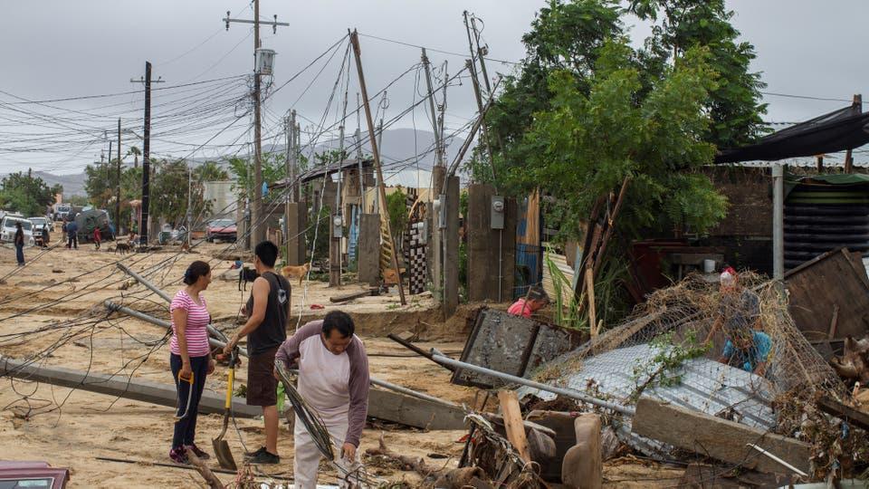 La caída de los cables de electricidad causó la muerte de dos niños por electrocución y dejó a cientos de habitantes sin luz. Foto: Reuters / Fernando Castillo