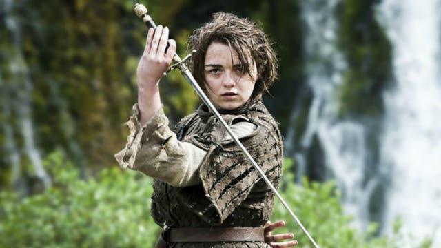Arya practicando con Aguja, y engrosando su lista de personas a matar