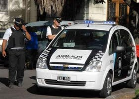 "Un efectivo de la Policía Metropolitana asignado a la custodia de Mauricio Macri se tiroteó hoy con ""motochorros"" que intentaron asaltarlo"