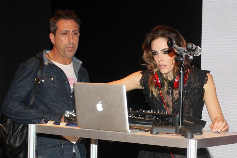 Emilia Attias mostró su arte como DJ en la Buenos Aires Alta Moda. Foto: Gerardo Viercovich