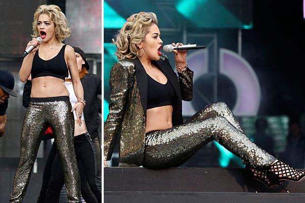 ¿Qué tal el look de Rita Ora, un traje en lentejuelas? ¿Y los zapatos tipo red?. Foto: Reuters y AP