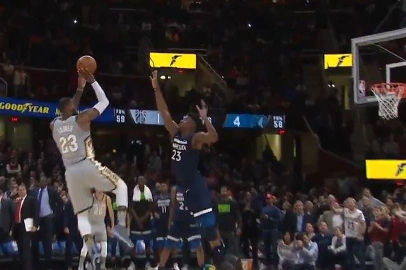 El tiro ganador de LeBron James; los Cavs cortaron una racha de ocho caídas seguidas