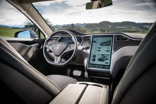 El auto sin chofer de Tesla es un ejemplo de cómo romper las reglas