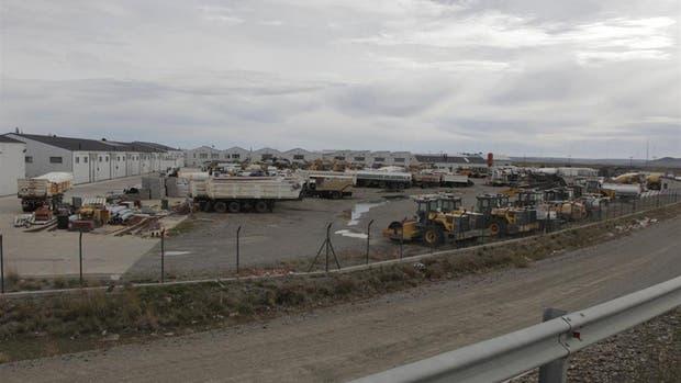 Vista del playón de Austral Construcciones, donde están depositados los vehículos