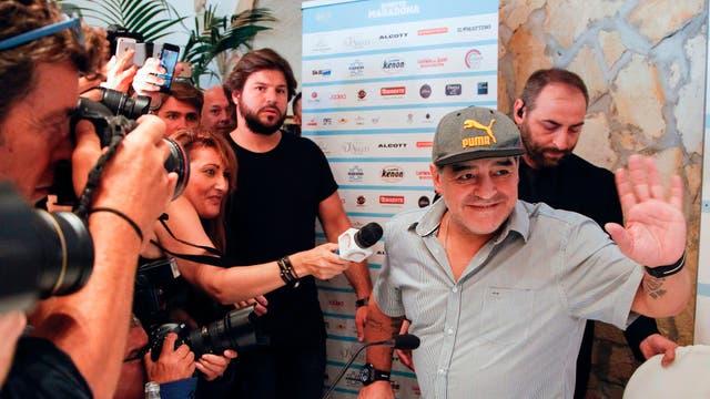 Conferencia de prensa de Diego Maradona en Nápoles