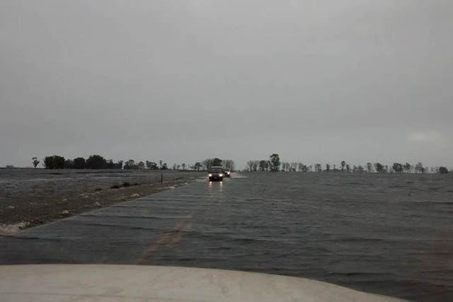 La ruta 29 entre Rauch y Ayacucho bajo el agua, durante las inundaciones de la semana pasada