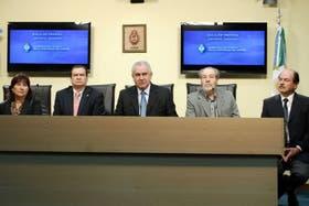 El ministro Baquero y en la punta, a la derecha, el nuevo director del Perrando