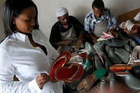 Bethlehem Tilahun, la creadora de SoleRebels, en su fábrica de zapatos de Etiopía