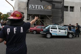 Incendio en el histórico edificio de Obras Públicas. Los médicos del SAME atendieron a tres personas afectadas por inhalación de humo