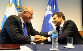 El ministro Carlos Tomada, y el presidente de YPF, Miguel Galuccio, firmaron ayer un acuerdo de capacitación