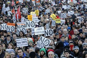 Miles de españoles salieron a la calle a protestar por los recortes, la falta de trabajo y la corrupción en el gobierno