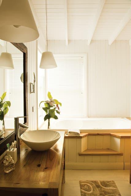Detalle del baño en suite..  Foto:Living /Javier Csecs