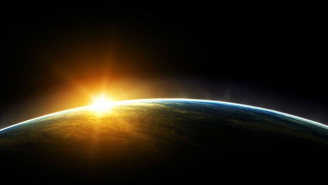 La rotación del Tierra al Sol, obligó a agregar un día cada cuatro años, para que coincidan las estaciones