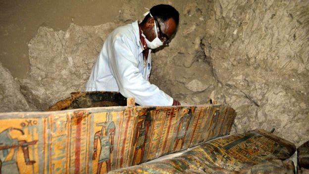 Los investigadores de la tumba, encontrada cerca de la necrópolis de Dra Abu el-Naga, aseguran que estaba en condiciones intactas.
